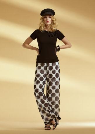 Camiseta de viscosa con tul y pantalón estampado de gasa